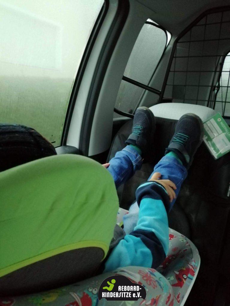 Beinfreiheit des Kindes im Reboarder